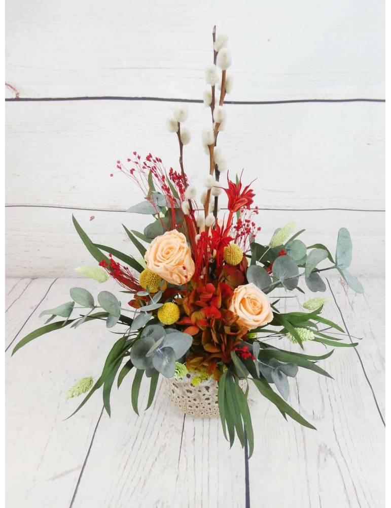centro de mesa con flores preservadas