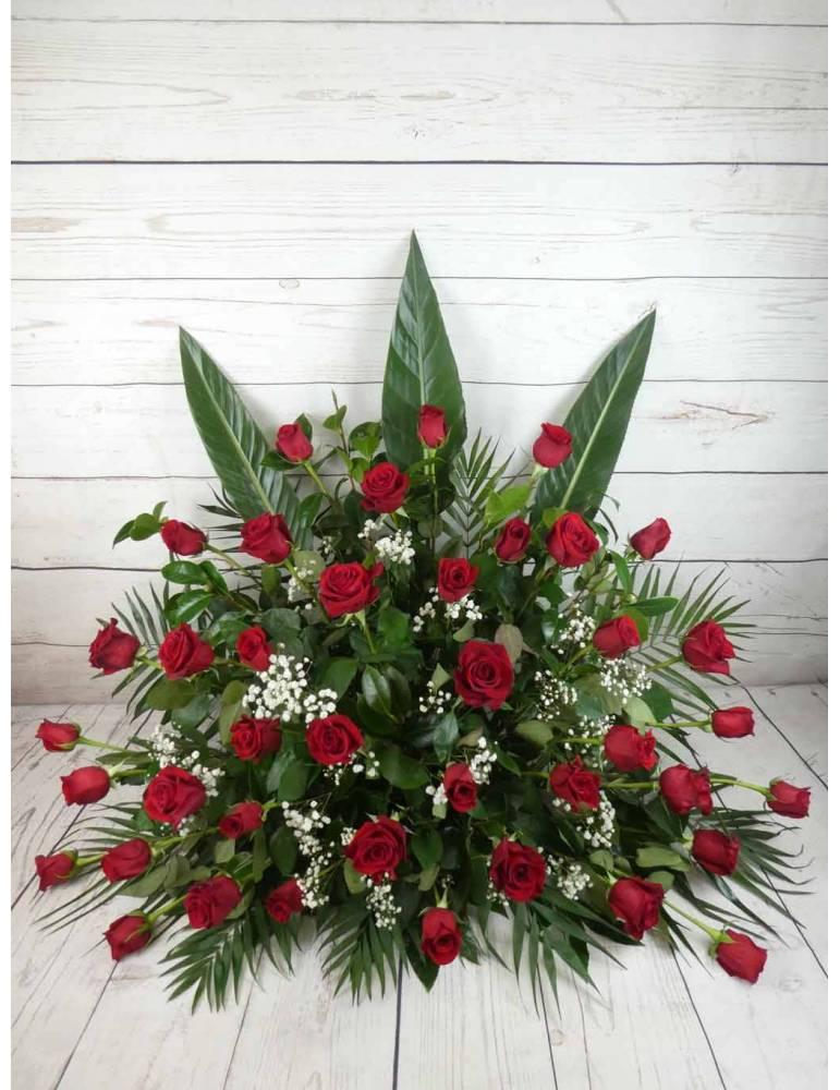 centro de flores para difuntos 40 rosas rojas