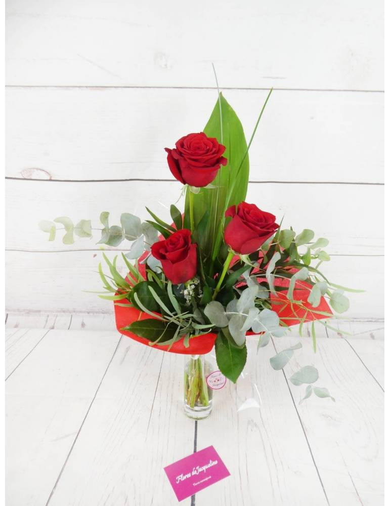 3 rosas rojas