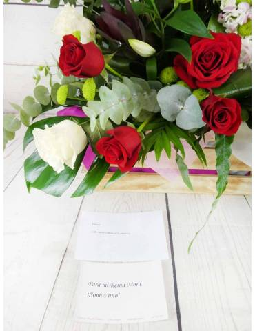 Caja con rosas y corazón flores