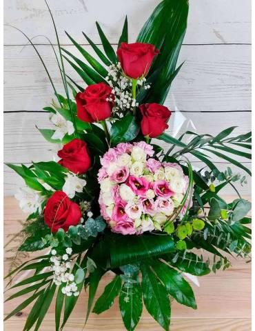 centro rosas rojas con corazon