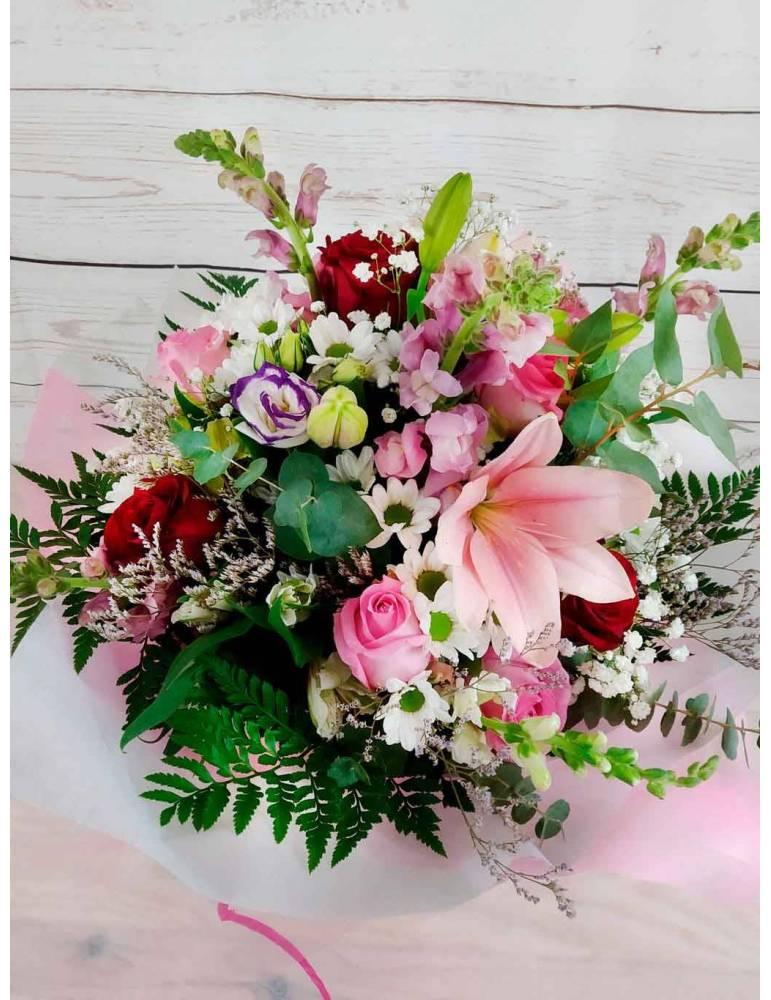 ramo de flores mixtas en tono de color rosa