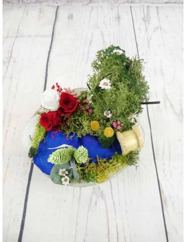maqueta con flores preservadas
