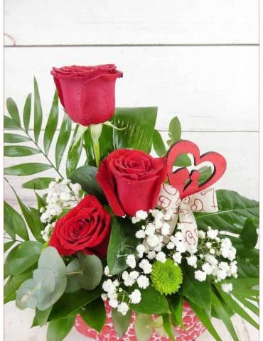 cerámica con rosas rojas para san valentin
