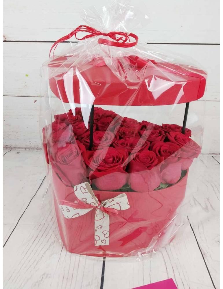 caja corazon con 21 rosas rojas